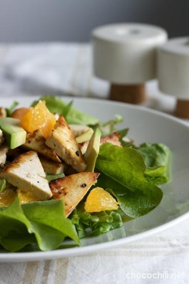 tofukolmiot-ja-avokado-appelsiinisalaatti