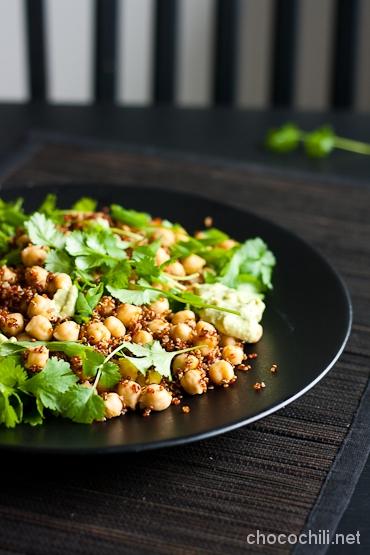 quinoa-kikhernesalaatti